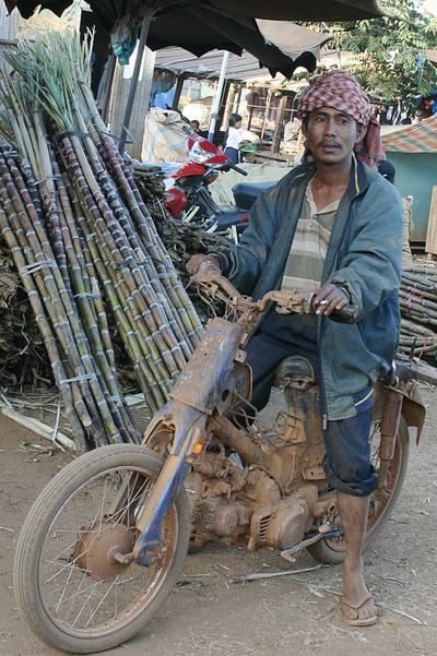 Blog de images-du-pays-des-ours :Images du Pays des Ours (et d'ailleurs ...), Combien de km sur les pistes de latérite? Banlung - Rattanakiri - Cambodge