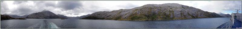 Panorama lors de la navigation dans un des canaux entre le détroit de Magellan et le Cap Horn - Patagonie - Chili