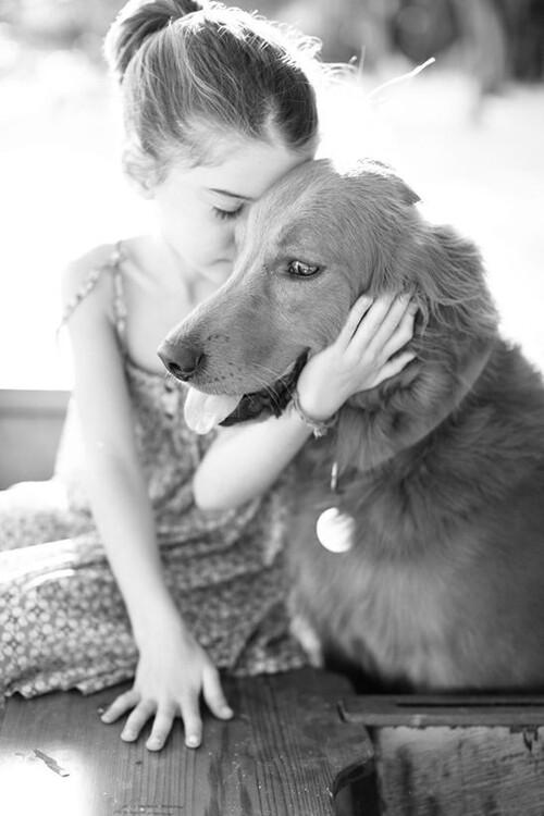 Petite fille & son chien ...