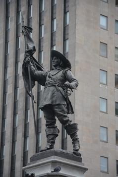 Montréal place d'armes monument Maisoneuve