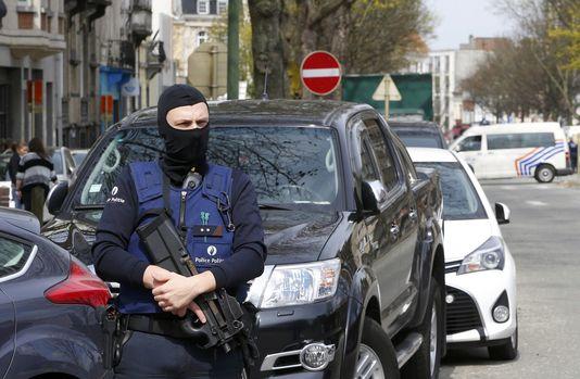 Le parquet belge a arrêté et identifié le deuxième homme qui était dans le métro au moment des attentats.