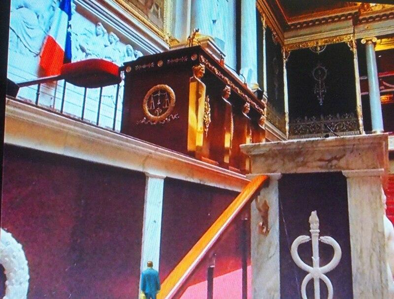 Aujourd'hui : de vieilles photos, la visite de la reine Kentika chez son pote jean-Paul Gé et un député