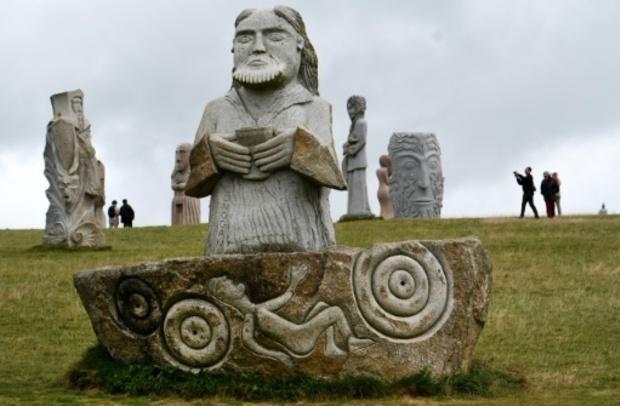 En Bretagne, la Vallée des saints, un terrain de jeu unique pour les sculpteurs