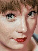 Shirley MacLaine : Shirley MacLaine, née Shirley MacLean Beaty, le 24 avril 1934 à Richmond, est une actrice, danseuse et écrivaine américaine. Elle est la sœur de l'acteur Warren Beatty. Elle a été mariée de 1954 à 1982 au producteur Steve Parker, une relation qualifiée de libertine. Wikipédia Date et lieu de naissance : 24 avril 1934 (Âge: 86 ans), Richmond, Virginie, États-Unis Époux : Steve Parker (m. 1954–1982) Emissions et séries TV : Downton Abbey, Coco Chanel, PLUS Livres : Out on a Limb,... Enfants : Sachi Parker