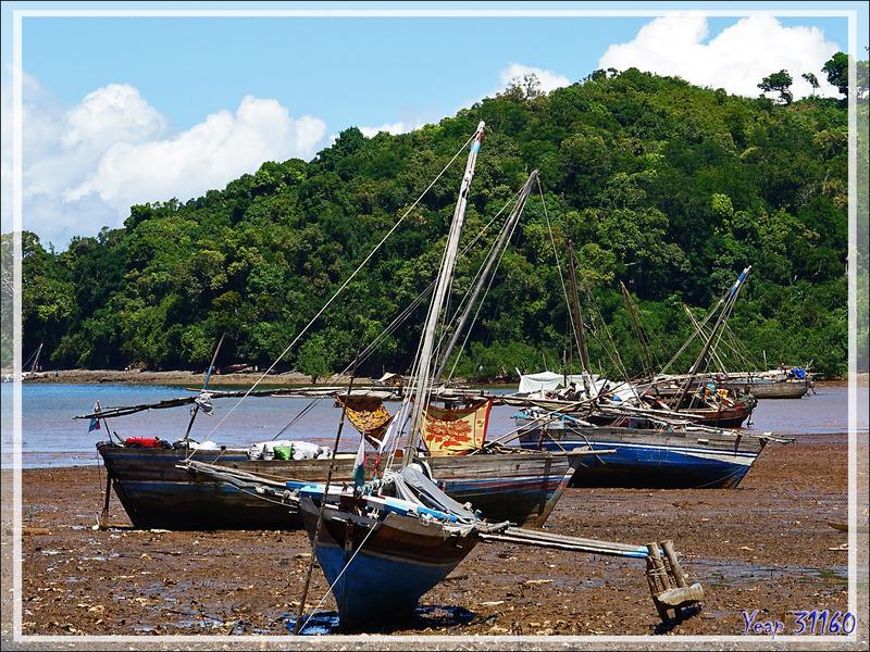 On pourrait s'émerveiller du paysage si ... - Port des boutres - Hellville - Nosy Be - Madagascar