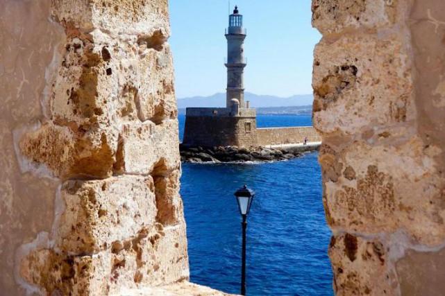 Le phare égyptien au bout de la jetée... (PHOTO NATALIE SICARD, COLLABORATION SPÉCIALE)