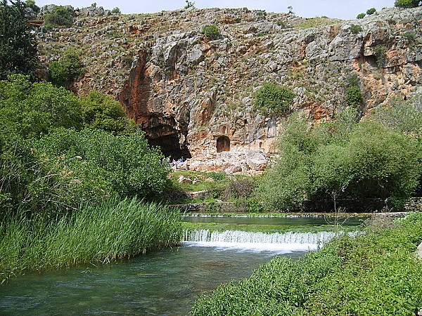800px-Banias Spring Cliff Pan's Cave