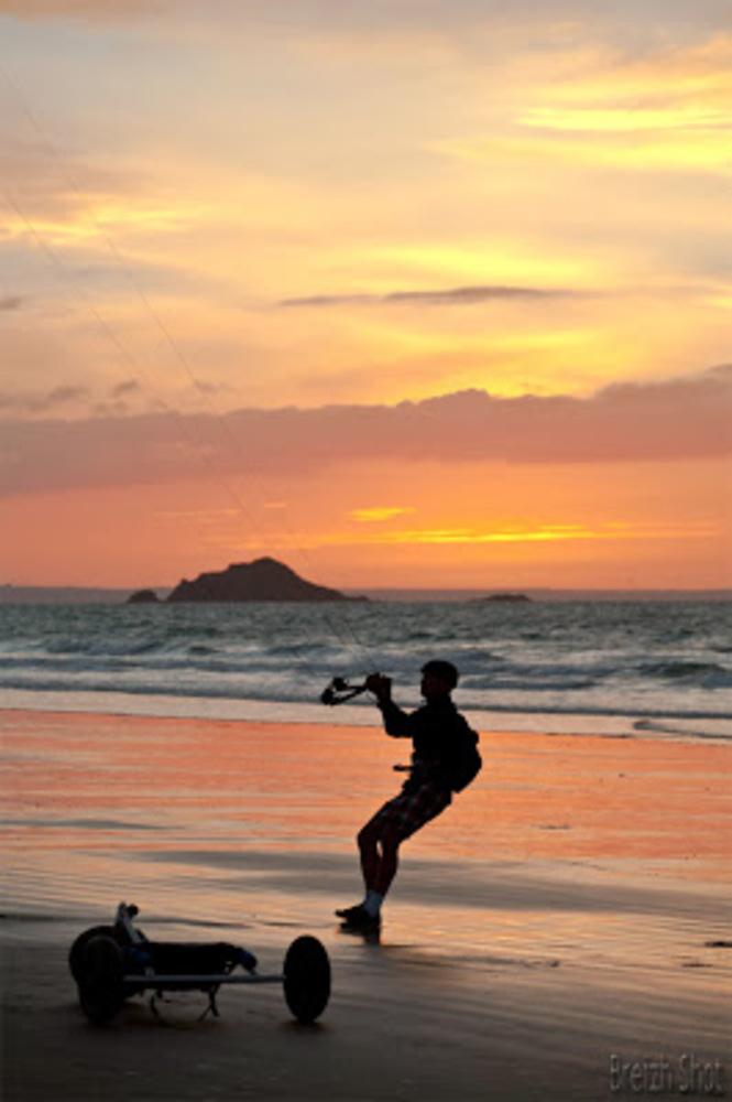 char à voile - coucher de soleil - saint-pabu