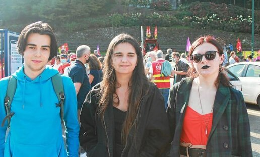 Gaëtan, Tyfenn et Chloé, tous les trois étudiants, ont rejoint la manifestation pour exprimer leur colère. Ils ne se résignent pas à devenir une génération sacrifiée.