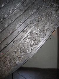 http://upload.wikimedia.org/wikipedia/commons/thumb/3/35/Osebergskipet-Detail.jpg/450px-Osebergskipet-Detail.jpg