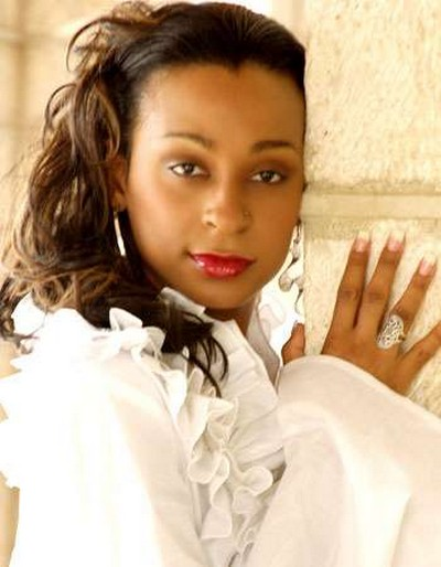 http://musicremedy.com/webfiles/artists/Alaine/Alaine-01-big.jpg