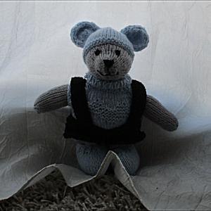 L'ourson Arthur au tricot (moyen modèle)