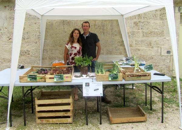 """L'association """"Terre Seine"""" a organisé un marché-bio dans le jardin de la Mairie de Châtillon sur Seine"""