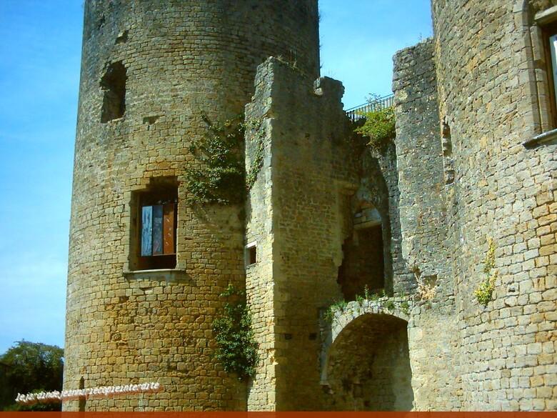 Le château de Villandraut est connu comme étant (le château du Pape Clément V)