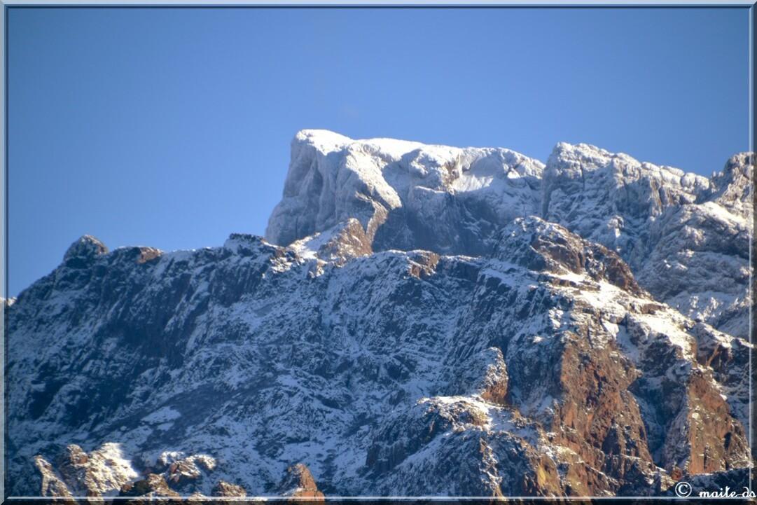Première neige sur les montagnes corses