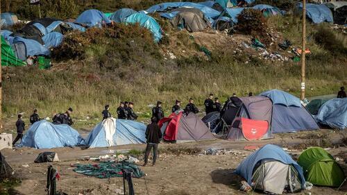Calais : les forces de l'ordre se préparent à une nouvelle nuit tendue