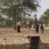 Burkina Boala Hommes masqués allant à des funérailles