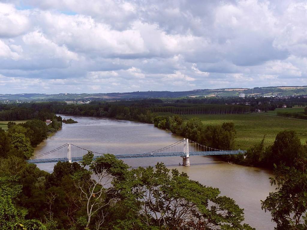 Pont-suspendu-vu-Auvillar.jpg