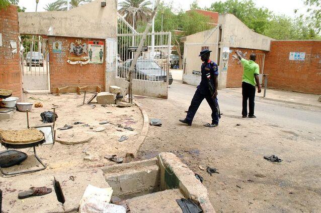 Sur les lieux de l'attaque kamikaze perpétrée le 12 mai 2016 à Maïduguri, au nord-est du Nigeria et revendiquée par Boko Haram.