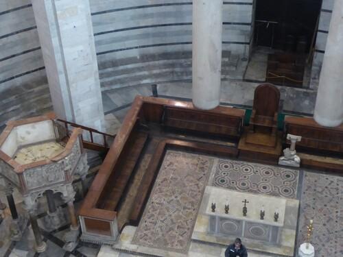 Pise, le Baptistère et le cimetière de la cathédrale