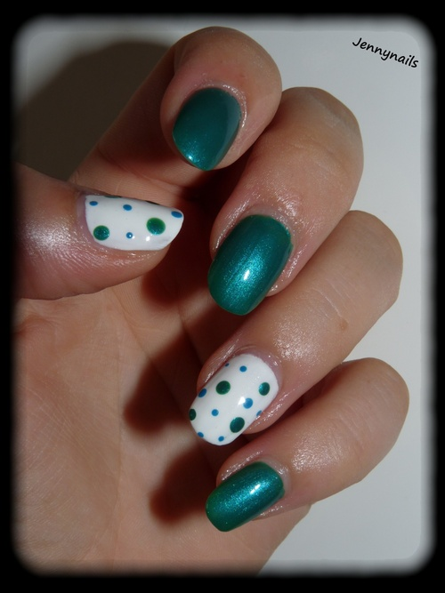 Accent nail : petits pois