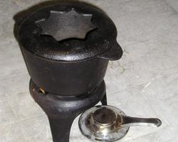 service à fondue bourguignonne en fonte