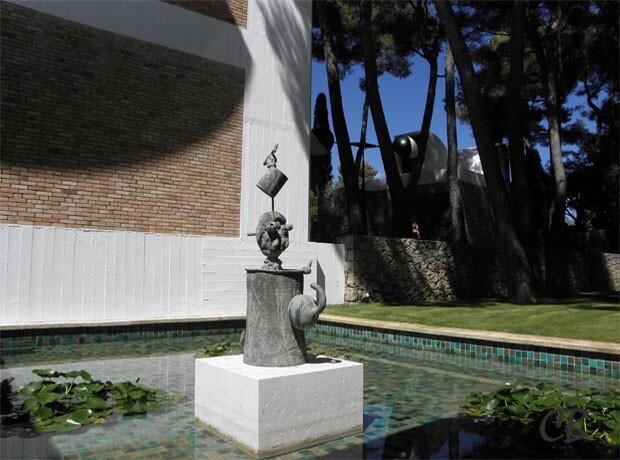 Joan Miró sculpture bassin