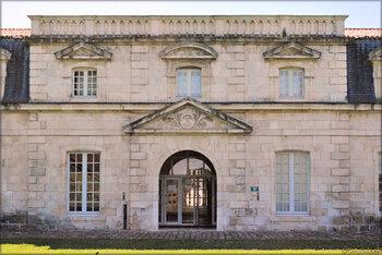 Photos de la façade de la Corderie Royale de Rochefort