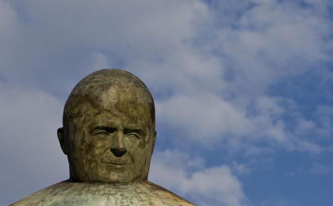 La statue du Pape