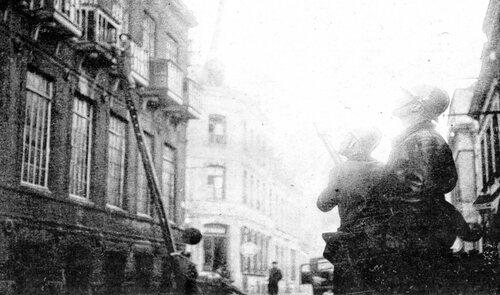 Un incendie ravage l'institut Jeanne d'Arc en 1956