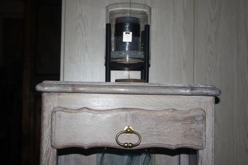 Table de nuit restaurée et détournée...