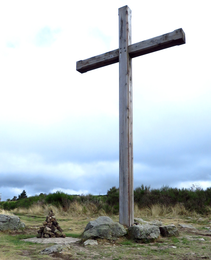Le cairn et la croix de Chaussitre