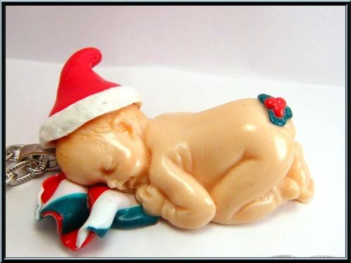 Collier bébé de noël en pâte fimo.