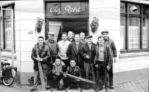 Deux cafés de quartier dans les années soixante