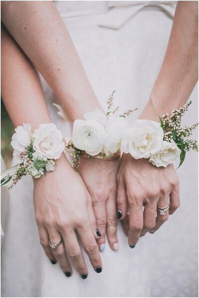 bracelet fleurs pour mariée et demoiselles d'honneur