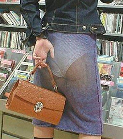 une-jeune-femme-portant-une-jupe-trompe-l-oeil_29244_w460.jpg