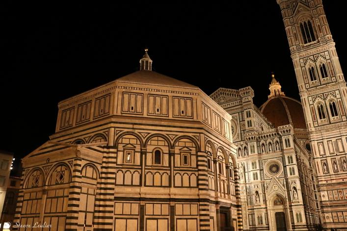 Le Duomo et le Baptisphère by night