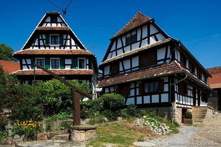 Maisons à colombages et puit à balancier à Hunspach