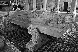 gisant-de-Philippe-1er-abbaye-de-Saint-Benoit-a21463846