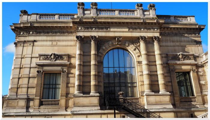 Square du Palais Galièra.