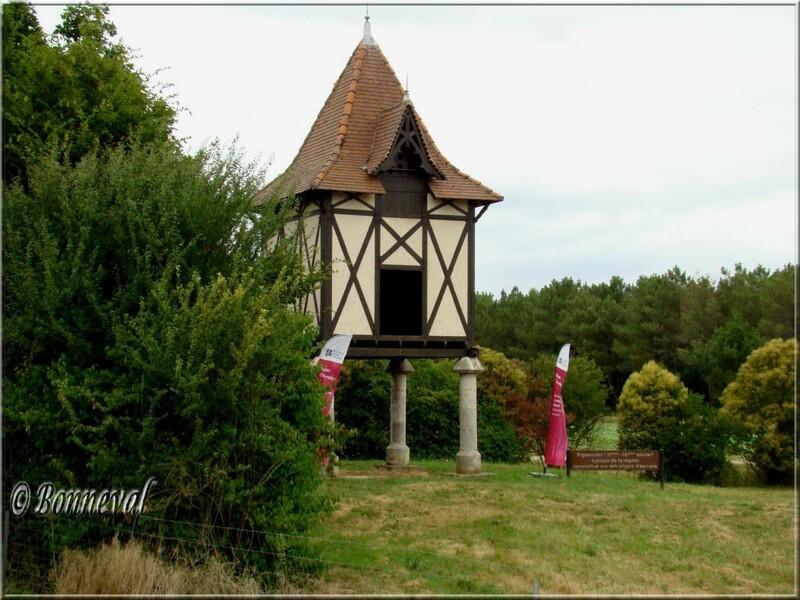 Pigeonnier sur piliers 17ème 18ème siècles Buzet-sur-Baïse Lot-et-Garonne Aquitaine
