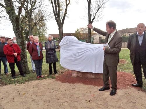 La statue du mouton mérinos inaugurée route de Chaumont...