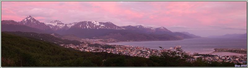 Après une première découverte de Ushuaïa, nous arrivons à notre hôtel qui révèle une vue superbe sur la baie et les montagnes - Terre de Feu - Argentine
