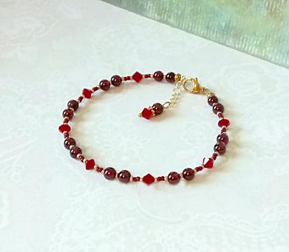 Bracelet pierre de Grenat rouge 4mm et cristal de Swarovski / laiton doré