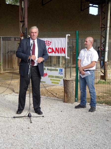 """L'Association """"Esprit des Loups Polaire"""", à la ferme des quatre Bornes, a présenté ses projets..."""