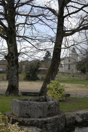Roussac, fontaine Saint-Martial