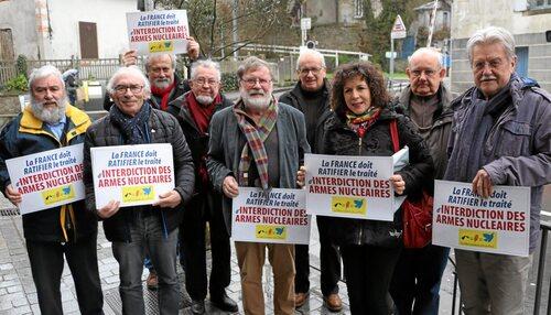 <p>Une douzaine d'associations, organisations syndicales et partis politiques  du Finistère ont formé le Collectif 29 pour l'interdiction des armes nucléaires.</p>