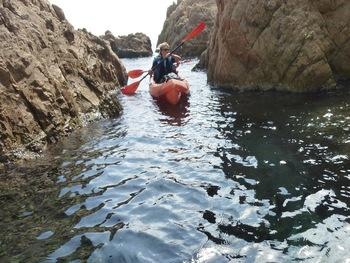 Zigzag entre les rochers