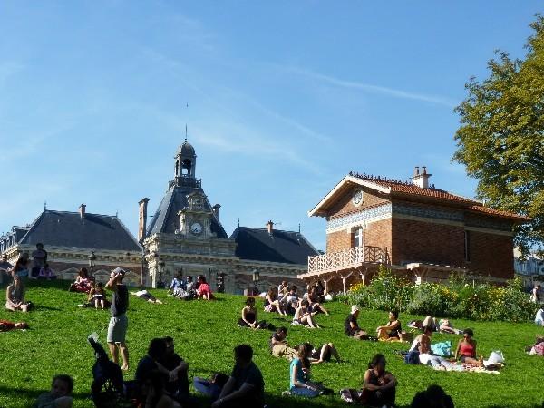 50 - Parc des Buttes-Chaumont (mairie du XIXe et pavillon)