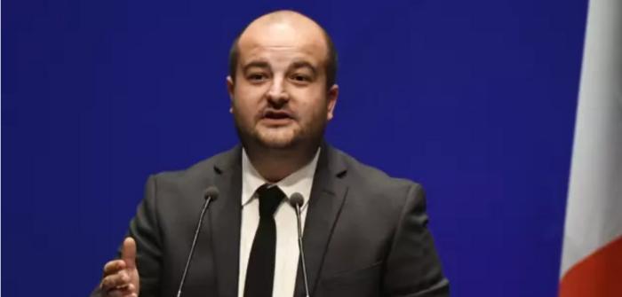 Le maire RN de Fréjus décrète un couvre-feu pour les mineurs   près d'un centre de migrants